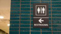 Les écoles américaines ne donneront plus suite aux plaintes d'élèves transgenres obligés d'utiliser les toilettes correspondant à leur sexe «biologique»