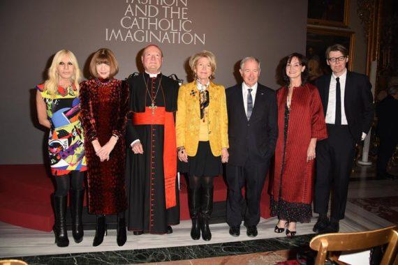 Corps célestes exposition mode Vogue cardinal Ravasi Metropolitan Museum