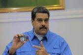 Le président du Venezuela, Nicolas Maduro, signe l'acte de naissance de la crypto-monnaie nationale, le petro