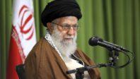 L'ayatollah Ali Khamenei appelle les Etats-Unis à interdire les armes à feu