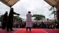 Deux chrétiens ont été fouettés en place publique en Indonésie pour non-respect de la charia