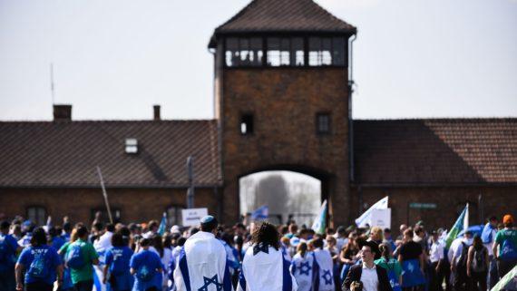 loi américaine restitutions juifs Shoah relations américano polonaises