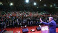 A Sarajevo, au cœur de la Bosnie, Erdogan tient un discours de conquête devant 15.000 Turcs venus de toute l'Europe