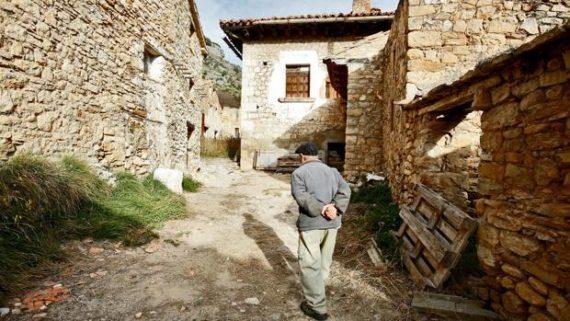Hiver démographique Espagne 1000 villages sans naissance 2012