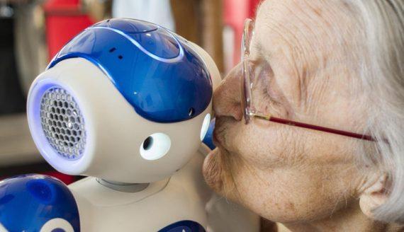 Robots personnes âgées maisons retraite