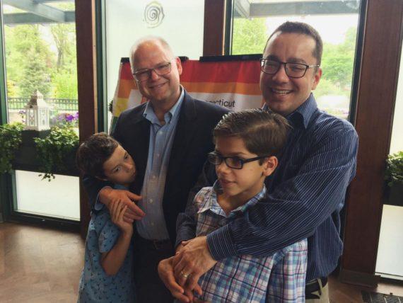 parents adoptifs familles accueil LGBT Connecticut Etats Unis