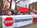 Racisme anti-Blancs contre des Polonais en Grande-Bretagneet retours en Pologne