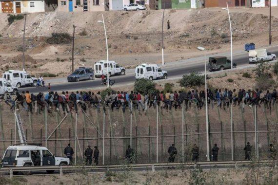 Espagne barbelés protégeant enclaves Ceuta Melilla