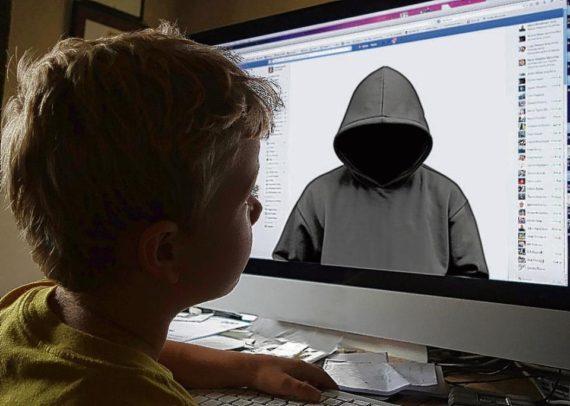 Facebook controler information plateforme prédateurs sexuels