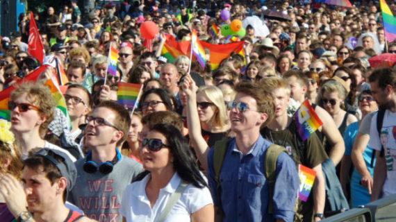 Gay Pride Parade Egalité Varsovie Pologne