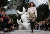 Superstition et spiritualité païenne: Louis Vuitton a fait appel à un chaman pour obtenir le beau temps lors d'un défilé