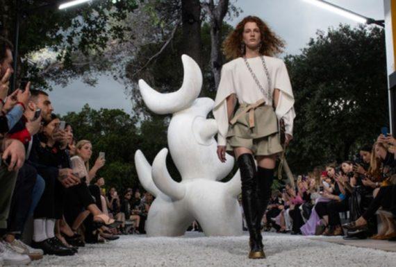 Louis Vuitton chaman beau temps défilé Superstition spiritualité paienne