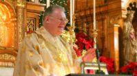Innocenté, mais puni: un prêtre catholique (trop traditionnel) écarté de sa paroisse par le cardinal Cupich à Chicago