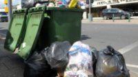 Recyclage et environnementalisme: des foyers britanniques voient la collecte d'ordures réduite à une fois toutes les trois semaines