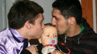 """Une nouvelle étude annonce que les enfants de couples de même sexe vont aussi bien que les autres –""""fake news""""!"""