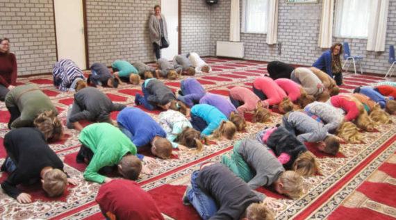 genoux islam visites scolaires mosquée prière Pays Bas