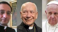 Mgr Luigi Capozzi (à gauche), secrétaire du cardinal Francesco Coccopalmerio (au centre), proche collaborateur du pape François.