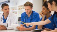 La population vieillit et les jeunes médecins ne veulent plus (trop) travailler – des incohérences du système de santé centralisé