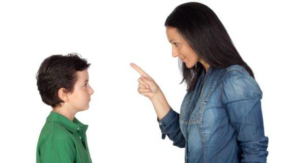 Dictature genre Royaume Uni services sociaux parents refus garçon jupe