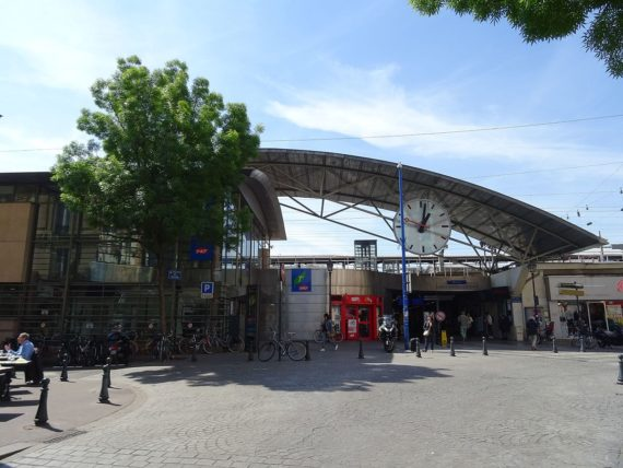 Gare Asnieres SNCF Sanctionne Merite Employes