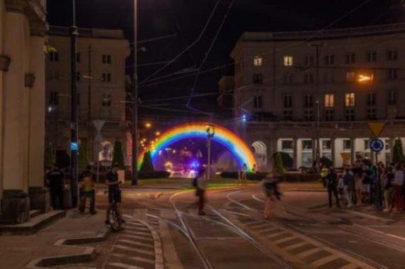Pologne vendredi arc en ciel écoles homosexualiste