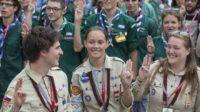 Subversion par le scoutisme : deux cheftaines guides exclues : elles avaient interdit la douche des filles aux transgenres