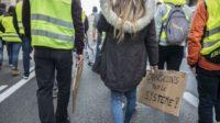 Gilets jaunes, succession de Valls: les Français ne croient plus à la démocratie