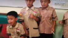 A huit ans les élèves fumaient: en punition le prof les force à fumer